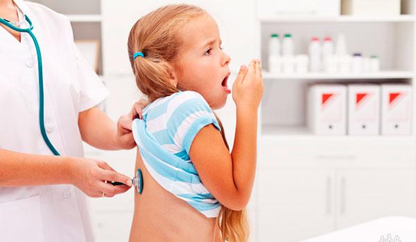 Ребенок на примере у врача