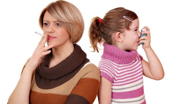Курящая мама и ребенок