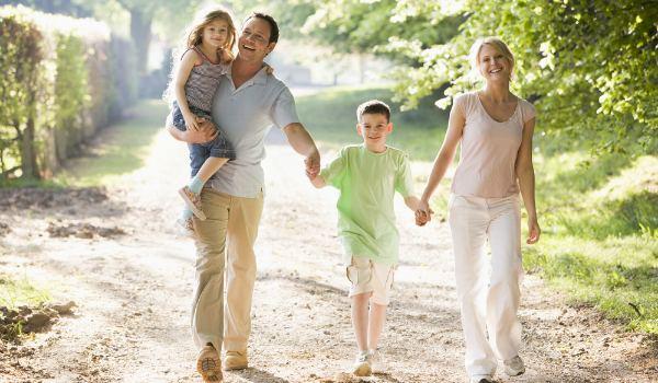 Прогулки при пневмонии: когда следует начинать выходить на улицу и уместно ли это
