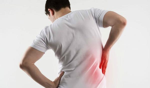 Основные причины болей в спине при пневмонии
